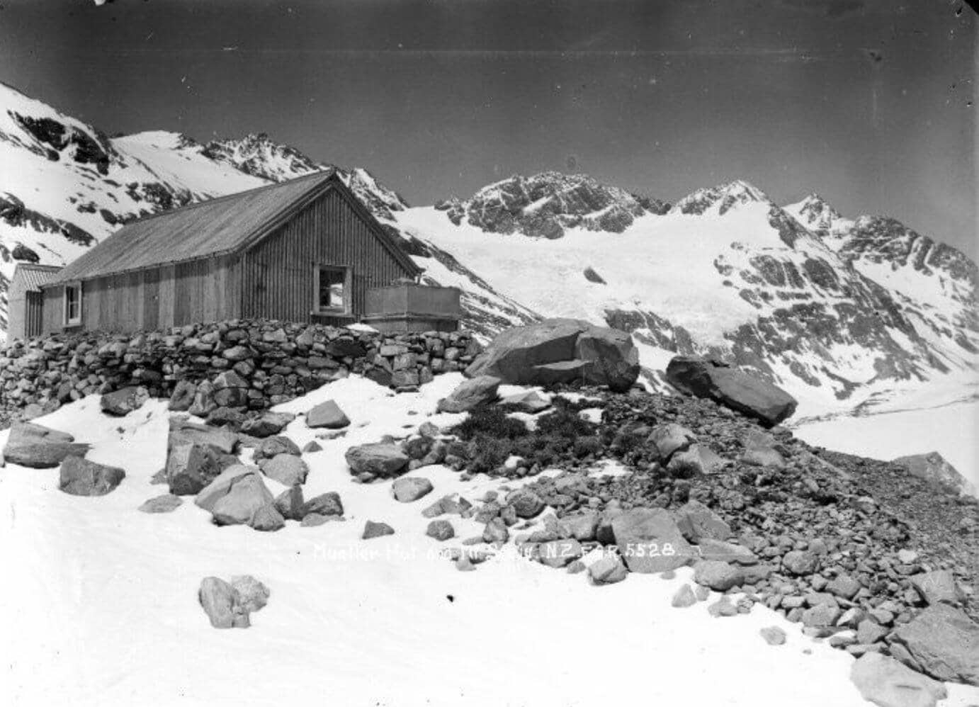 Mueller hut on Mount Sealy photographed circa 1916 by Frederick George Radcliffe