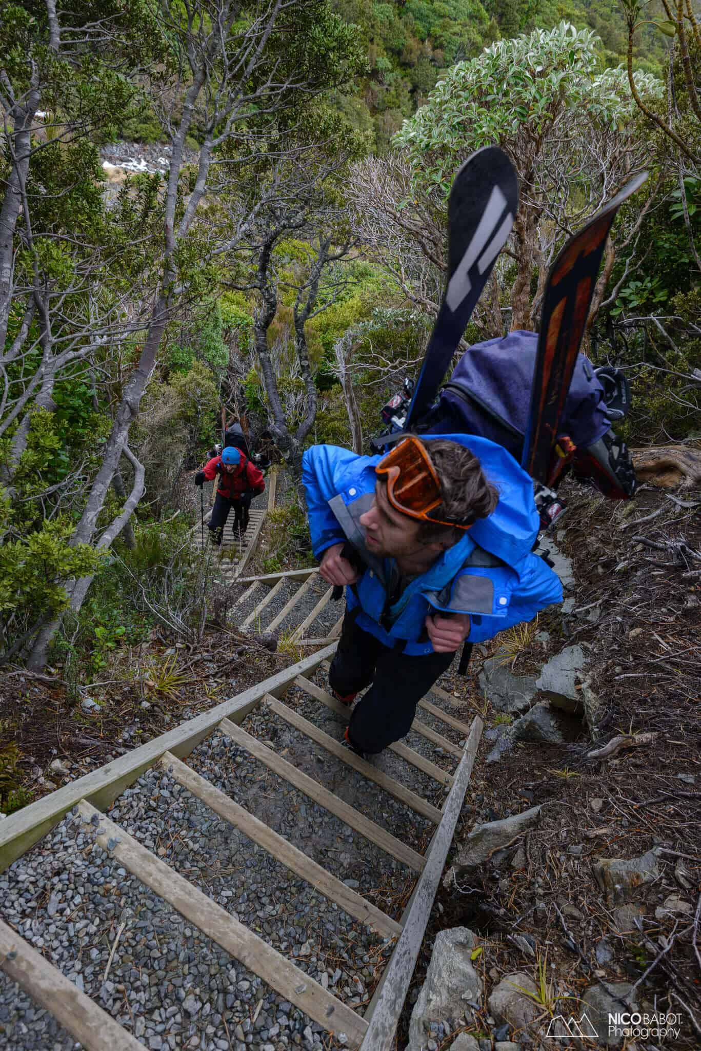 Photography guide Mueller hut - Steps to climb up are long and numerous Photo by Nico Babot